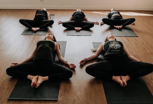 Yoga au chandelles – Se déposer pour mieux briller